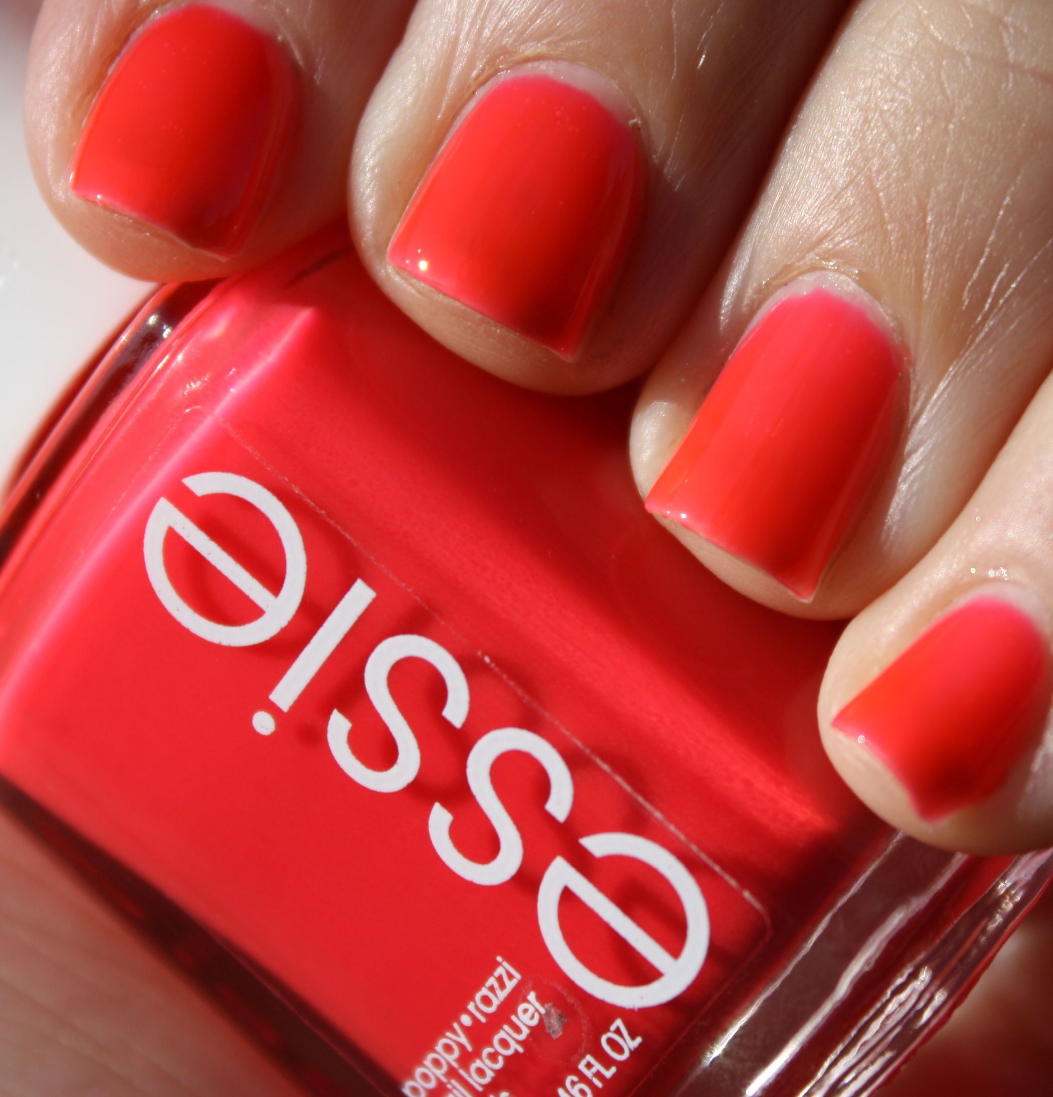 essie poppy razzi – horrendous color