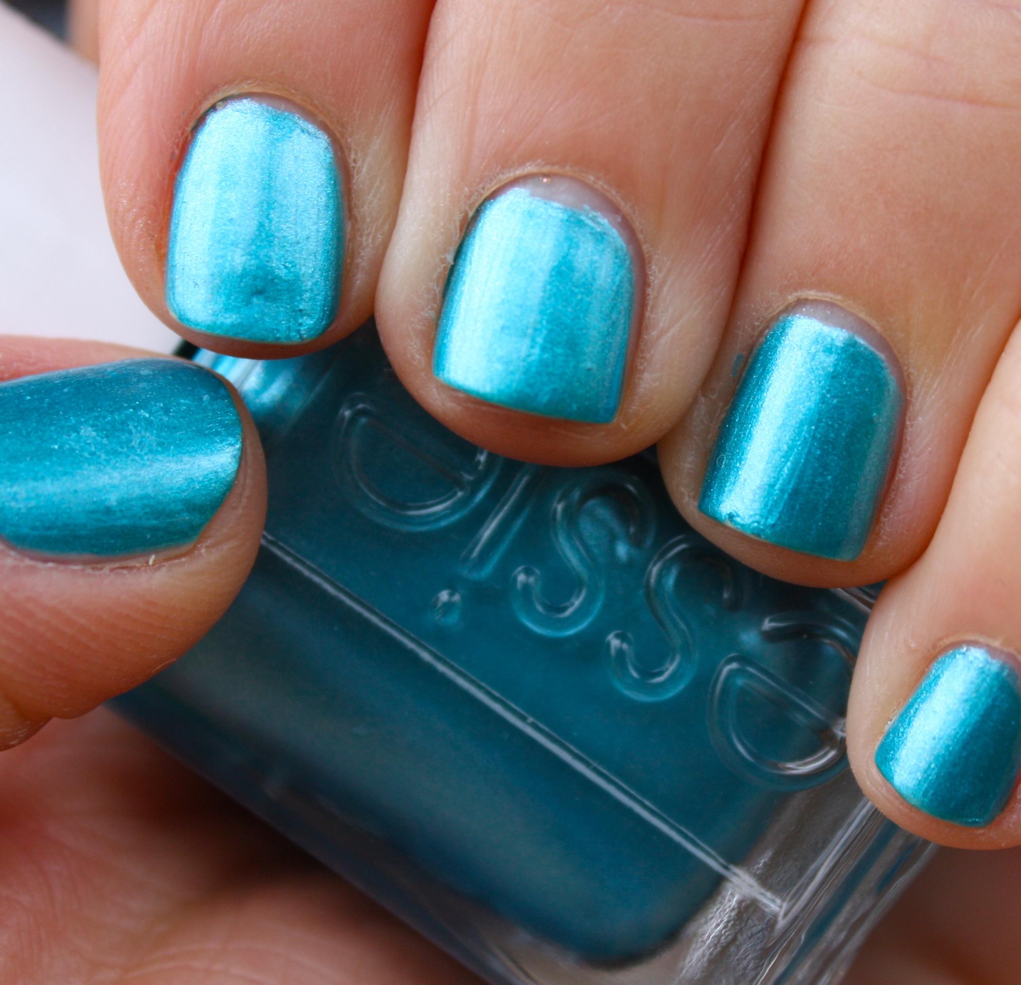 Essie Beach Bum Blu – horrendous color
